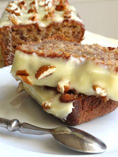 Je me suis lancé le challenge de faire ce banana bread aux noix de pécan et à la cannelle qui ne manque pas de gourmandise.