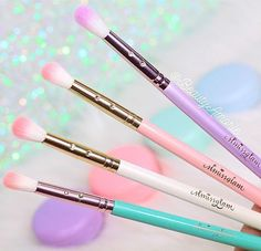 Makeup Idea 2018 Prettiest and softest brushes I own!✨ stephanie lewis UNICORNLOVE for off your glam brush books! stephanie lewis Discovred by : It's All About Makeups Beauty Brushes, Best Makeup Brushes, Best Makeup Products, Beauty Products, Makeup Brush Storage, Makeup Brush Set, Makeup Organization, Make Makeup, Makeup Tips