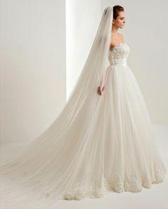 Фата - главный аксессуар невесты! Мы знаем, как это важно! Фаты DOMINISS - воплощение мечты в реальность! // A bridal veil is a main accessory of fiancee! We know how this is important! Bridal veils of DOMINISS are embodiment of dream in reality! #weddingday #beautiful #fashion #model #amazing #style #weddingfashion #photographer #bridalfashion #couture #weddingblog #невеста #свадьба #свадебноеплатье #dominis