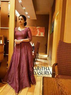 Salwar Suit Neck Designs, Sari Blouse Designs, Salwar Designs, Mom And Baby Dresses, Frock For Women, Neckline Designs, Strapless Dress Formal, Formal Dresses, Indian Gowns Dresses
