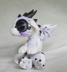 Little baby dragon Polymer Clay Dragon, Polymer Clay Figures, Polymer Clay Animals, Cute Polymer Clay, Cute Clay, Polymer Clay Projects, Polymer Clay Creations, Cute Fantasy Creatures, Dragon Pictures