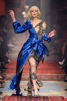 Haute Couture Outfits, Haute Couture Looks, Couture Fashion, Runway Fashion, Look Fashion, Timeless Fashion, Fashion Photo, Fashion News, High Fashion
