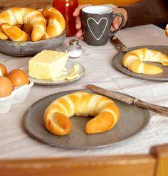 Love Eat, No Bake Desserts, Bagel, Doughnut, Nom Nom, Food And Drink, Sweets, Bread, Baking