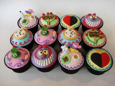 Alice in Wonderland cupcakes!?!??! I LOVE these!