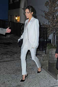 Inspire-se em Victoria Beckham para um visual minimal e ultrachic  - Vogue | News