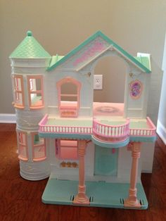 Mattel Barbie 1995 2-Story Fold-Up Victorian Dream House with Elevator
