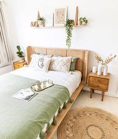 Bedroom Green, Room Ideas Bedroom, Home Decor Bedroom, Bedroom Wall, Master Bedroom, Aesthetic Room Decor, Cozy Room, Room Inspiration, London