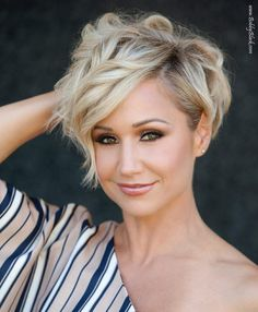 Feel insecure about your hair type? Check out the trendy pixie hairstyles that will sort things out. Sassy Hair, Best Short Haircuts, Haircut And Color, Short Hair Cuts For Women, Short Cuts, Pixie Haircut, Great Hair, Pretty Hairstyles, Curly Pixie Hairstyles