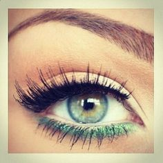 Create this look with the Essential Eyeliner Pen in Black (www.) on the top lash line and the Essential Shimmer Eyeliner Pencil in Grassy Green (www.) on the bottom lash line! Love Makeup, Makeup Tips, Makeup Looks, Simple Makeup, Green Makeup, Makeup Ideas, Makeup Meme, Makeup Designs, Makeup Eyes