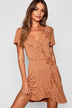 Be gram-worthy even on casual days with boohoo's collection of casual dresses featuring sweet bbygurl styles to sophisticated girl boss fashion. Summer Dresses For Women, Spring Dresses, Day Dresses, Dresses Online, Nice Dresses, Casual Dresses, Skater Dresses, Maxis, Belted Shirt Dress