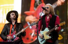 Stevie Nicks joined Tom Petty and the Heartbreakers for a surprise duet at BST Festival The Heartbreakers played their first London show in eighteen years (Picture: WENN.com)    Read more: http://metro.co.uk/2017/07/10/stevie-nicks-joined-tom-petty-and-the-heartbreakers-for-a-surprise-duet-at-bst-festival-6766933/#ixzz4mQs4IMZu