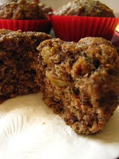 These muffins are always a huge hit in our home. They& densely packed with good-for-you ingredients like flaxseed meal, oat bran, carrots, apples, and raisins and are the perfect on the go breakfast or as an anytime snack (or dessert! The shredd Muffins Blueberry, Raisin Bran Muffins, Zucchini Muffins, Healthy Muffins, Bran Muffins With Raisins, Flaxseed Muffins, Oatmeal Bran Muffins Recipe, Vegan Bran Muffin Recipe, Diabetic Muffins