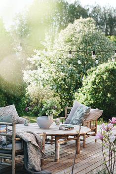 Pin on outdoors Outdoor Rooms, Outdoor Gardens, Outdoor Living, Outdoor Decor, Garden Cottage, Home And Garden, Garden Furniture, Outdoor Furniture Sets, Casa Patio