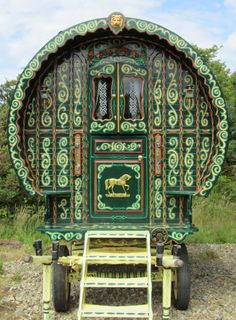 This beautiful green, ornately decorated Vardo, has the ingenuity and charm of old world craftmanship. Each, is so individualized to the owners specifications and then they put their heritage onto it.