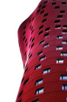 Toyo Ito - Barcelona by Guillem Camps Alejandro: Fachada de un hotel en roja… Facade Architecture, Beautiful Architecture, Contemporary Architecture, Barcelona Architecture, Minimal Architecture, Classical Architecture, Sustainable Architecture, Landscape Architecture, Toyo Ito