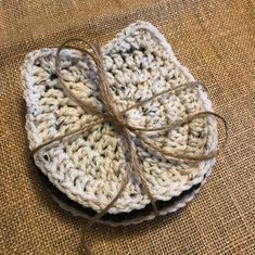 Newest Pic Crochet coasters cat Popular Bry's Crochets: Super Easy Cat Coaster! Crochet Diy, Chat Crochet, Crochet Simple, Crochet Home, Learn To Crochet, Crochet Gifts, Crochet Kitchen, Crochet Hot Pads, Crochet Summer