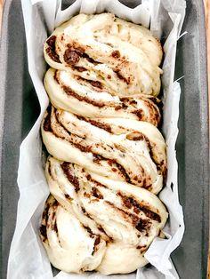Cheese Babka Recipe, Sweet Yeast Bread Recipe, Yeast Bread Recipes, Baking Recipes, Dessert Recipes, Dessert Bread, Desserts, Cinnamon Babka, Cinnamon Roll Bread