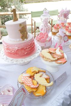 beside the seaside ombre cake and seahorse cookies #beach #birthday #desserts