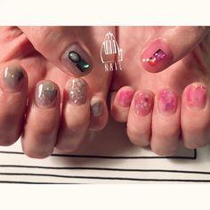 """yuka-nakajima: """"アシメカラー⚪️🔲🔺◼️🔴◽️◽️ #nail#art#nailart#ネイル#ネイルアート #nuance#aurora#pink#grey#アシメカラー#ショートネイル#nailsalon#ネイルサロン#表参道#nuance111#pink111#grey111#アシメ111 (111nail) """""""
