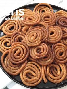 Jalabi Tatlısı (Hint Tatlısı) #jalabitatlısı #hinttatlısı #şerbetlitatlılar #nefisyemektarifleri #yemektarifleri #tarifsunum #lezzetlitarifler #lezzet #sunum #sunumönemlidir #tarif #yemek #food #yummy Apple Pie, Indian Food Recipes, Sweet Tooth, Food And Drink, Desserts, Sweet Recipes, Deserts, Food, Kitchens