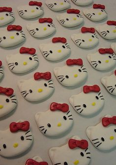 hello kitty cake toppers... Gotta do this for my niece's bday!