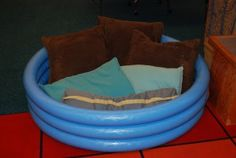 Inflatable pool turned into a reading nook...affordable and unique!
