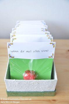 Die Wenn-Box ist ein tolles Geburtstagsgeschenk, du kannst sie aber auch basteln für eine Hochzeit, als Mitbringsel oder für Weihnachten. #kreativesschaffen #wennbox Diy Gifts For Friends, Diy Gifts For Kids, Presents For Kids, Craft Gifts, Xmas Presents, Christmas Crafts To Sell, Diy Crafts To Do, Christmas Ideas, Box Regalo