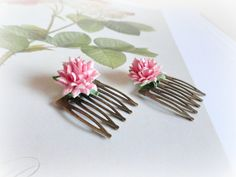 Pink Dhalias haircombs Romantic stylePaper flowers & by GBILOBA, €9.50
