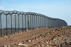 Multiplication des murs dans le monde (Photo prise le 23 février 2015 de la barrière érigée à la frontière entre l'Arabie saoudite et l'Irak, près de Arar City)