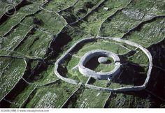 Hill Fort Dun Eochla, Aran Islands Ireland Vacation, Ireland Travel, Architecture Ireland, England Ireland, Irish Eyes, Connemara, Island Tour, Emerald Isle, Castles