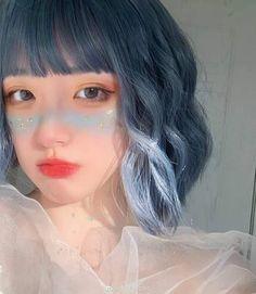 𝙆𝙤𝙧𝙚𝙖𝙣 𝙪𝙡𝙯𝙯𝙖𝙣𝙜 𝙜𝙞𝙧𝙡 ♥︎ uploaded by 𝑗𝑖𝑠𝑜𝑛𝑛𝑖𝑒 ♥︎ Short Blue Hair, Short Grunge Hair, Girl Short Hair, Style Ulzzang, Ulzzang Hair, Korean Ulzzang, Korean Girl, Hairstyles With Bangs, Girl Hairstyles
