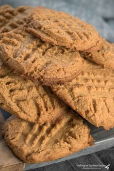 Sugar Free Peanut Butter Cookies made with no flour or added sugar that are delicious! The perfect Keto-Friendly, low-carb and diabetic dessert to enjoy. Sugar Free Deserts, Low Sugar Desserts, Sugar Free Recipes, Healthy Desserts, Desserts With Splenda, Splenda Recipes, Cookie Desserts, Healthy Meals, Cookie Recipes