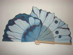 mariposa azul Hand Held Fan, Hand Fans, Painted Fan, Fan Decoration, Vintage Fans, Diy Fan, Shadow Puppets, Pretty Hands, Parasol