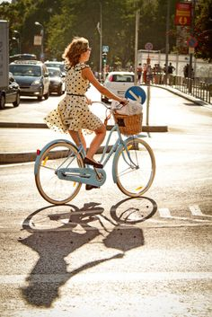 I want that dress.. and that bicycle!! Haha