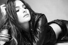 La hermosa Brenda Asnicar (Cumbia Ninja)