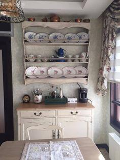 Plate Shelves, Clean Web Design, Cottage Kitchens, Country Kitchen, China Cabinet, Bookcase, Interior Design, Storage, Inspiration