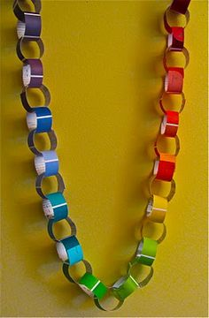 Paint Chip Rainbow Chain: That's it! I am going to Lowes to ask for old paint chips! A prayer chain Paint Chip Art, Paint Chips, Crafts For Kids, Arts And Crafts, Paper Chains, Paint Swatches, Paint Samples, Home Design, Art Party