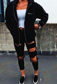 Stylish Ideas: How to Create the Perfect Ripped Jeans Outfit - Ripped Jeans Outfit Ideas - Mode Outfit Jeans, Black Ripped Jeans Outfit, Ripped Denim, White Jeans, Teenage Outfits, Teen Fashion Outfits, Womens Fashion, Fashion Fashion, Outfits For Girls