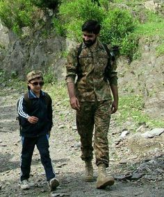 شہزادے سے لگتے ہیں یہ وردی ہم پے جچتی ہے Pakistan Defence, Pakistan Armed Forces, Pakistan Zindabad, Pakistan Fashion, Pak Army Quotes, Air Force Fighter Jets, Pak Army Soldiers, Best Army, Muslim Beauty