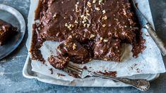 Sjokoladekake i langpanne: «Texas sheet cake Baking Recipes, Cake Recipes, Norwegian Food, Norwegian Recipes, Something Sweet, Let Them Eat Cake, No Bake Cake, Sweet Tooth, Bakery