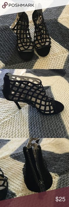 Michael kors black leather diamond zip up heels 👠 Do you shoes are gorgeous! I wore them twice but they are in great condition they are real Michael Kors shoes and they are size 7. I paid $150 for them! This is an amazing deal! They look amazing with a dress! Michael Kors Shoes Heels