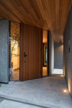 Modern Entrance Door, Entrance Design, Front Door Design, House Entrance, Japanese Modern House, Bedroom Minimalist, Dashboard Design, House Front, Exterior Design