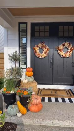 Fall Home Decor, Autumn Home, Front Door Decor, Front Porch, Fall Planters, Fall Wreaths, Porch Decorating, Fall Crafts, Decoration
