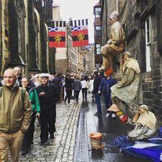 Plenty of street performers on the way to the #edinburgh #castle! #scotland #@edfringe
