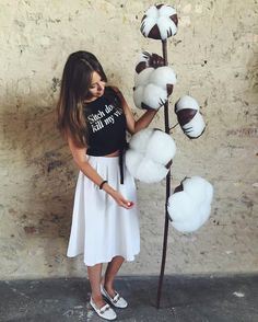 Каждый день мы разрабатываем новые формы, применяем новые технологии, внедряем новые идеи в искусство нашего направления. Ветка хлопка-отличная идея для декора пространств. #хлопок#веткахлопка#гигантскиецветы#большиецветы#большойхлопок#ручнаяработа#новыеидеи#декорации#декоркиев#витринистика#creative_decor#decoration#cotton#giantflower#bigflowers