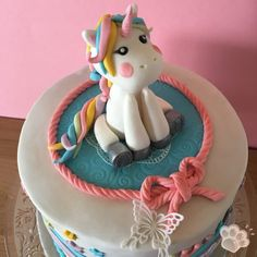 Licorne en pâte à sucre facile Unicorn Foods, Loaf Cake, Milkshake, Food Inspiration, Smoothies, Birthday Cake, Birthday Ideas, Food Porn, Teintes Pastel