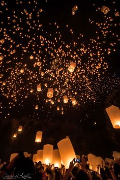 Yi Peng: The festival of lights in Chiang Mai - Thailand travel tips! thailand travel tips traveling to thailand Floating Lanterns, Sky Lanterns, Paper Lanterns, Floating Lantern Festival, Wish Lanterns, Wedding Lanterns, Thailand Travel Tips, Visit Thailand, Croatia Travel