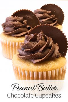 These cupcakes are super moist and fluffy, with a gentle peanut butter flavor. On top is a swirl of creamy chocolate frosting and, of course, Reese's cups. This classic salty-sweet combo will have you back for seconds, guaranteed! Cupcake Flavors, Cupcake Recipes, Cupcake Cakes, Dessert Recipes, Muffin Recipes, Easy Recipes, Moist Vanilla Cupcakes, Peanut Butter Cupcakes, Chocolate Peanut Butter