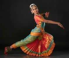 India, known for its cultural diversity, brings unique and elegant dance forms. You will love to know about these Indian dances and their origins. Indian Dance Costumes, Indian Classical Dance, Female Dancers, Bollywood, Dance Poses, Dance Photography, Indian Sarees, Dance Dresses, Dance Wear