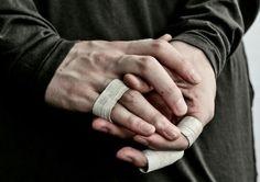 Imagem de hands and bruises